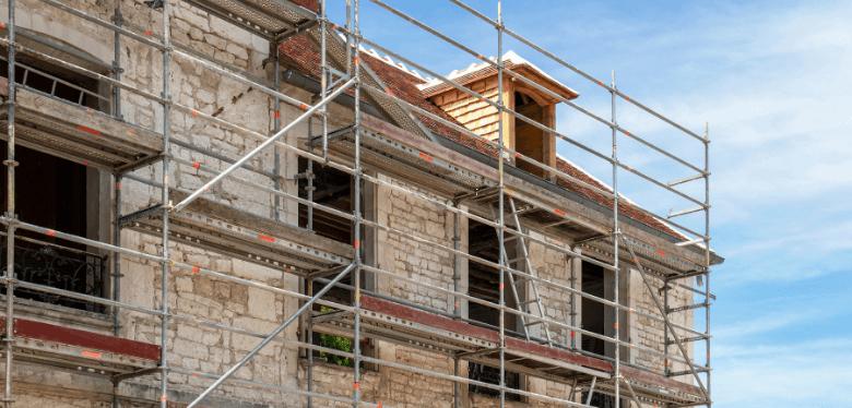 travaux pour donner un bon angle d'inclinaison à votre toiture